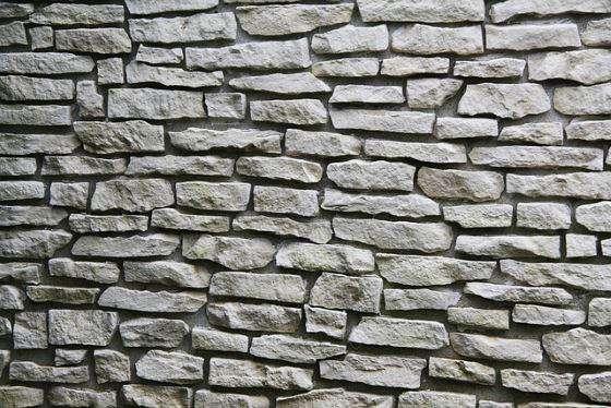 Parete in pietra finta o vera in soggiorno camera da letto - Pietra parete soggiorno ...