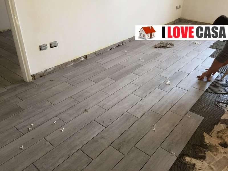 Quale pavimento scegliere per ristrutturare casa gres effetto legno o parquet - Piastrelle color legno ...