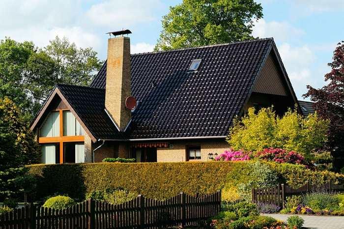 Come arredare casa con giardino idee consigli mobili - Foto case con giardino ...