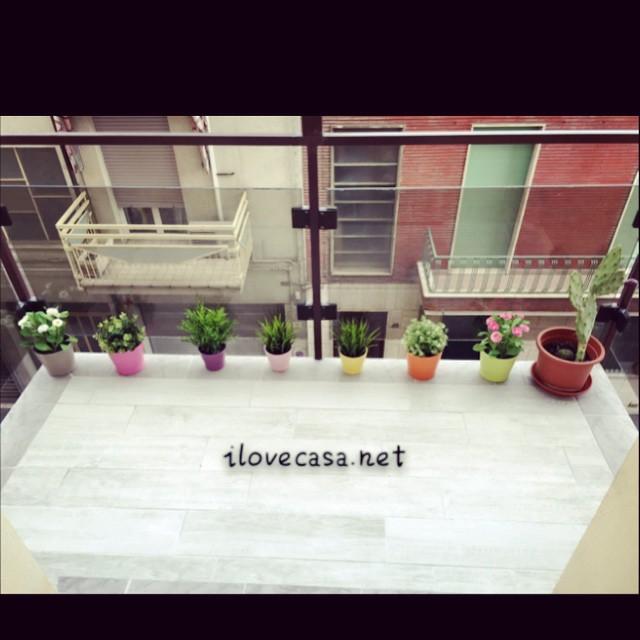 Come arredare terrazzo piccolo con piante accessori erba for Arredare terrazzo