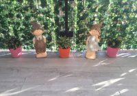 Siepe artificiale, statue folletti e nanetti per arredare il balcone di casa