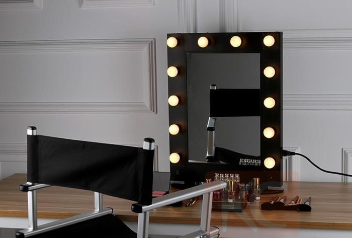 Specchio Hollywood Con Luci Lampadine Intorno Alla Cornice
